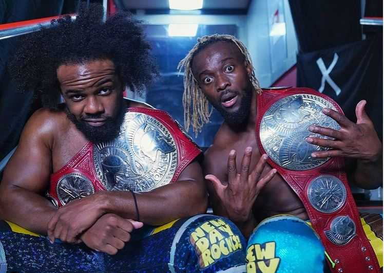 The New Day behåller WWE Tag Team Championship på Raw trots kontroversiell officiating